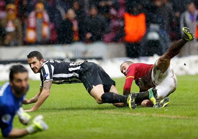 Sneijder'in kramponlarına 7.000 TL ödedi