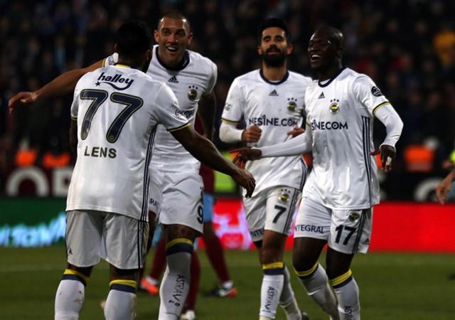 Fenerbahçe ilk yarıyı mutlu bitirdi