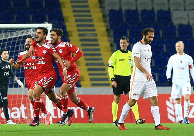 Galatasaray'a Cavanda'dan kötü haber!