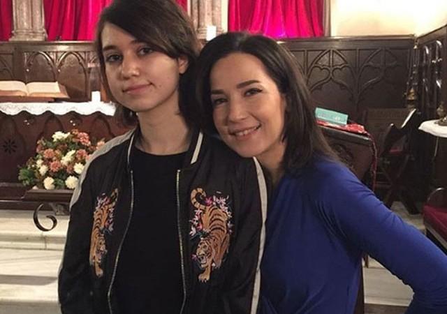 İpek Açar kızı ile fotoğrafını paylaştı: Topuklu giysem de yetişemiyorum