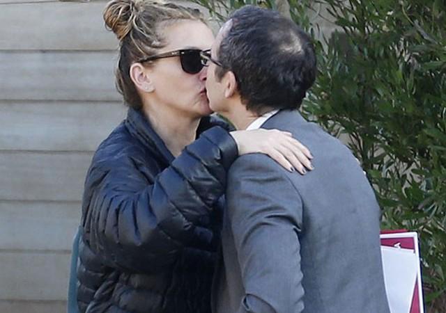 Julia Roberts dudak dudağa yakalandı