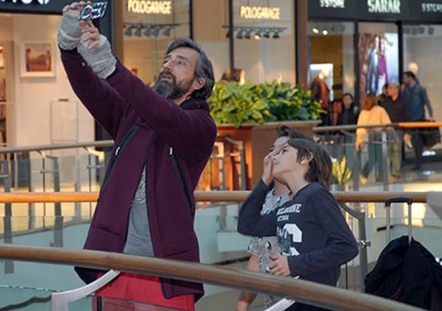 Yunus Günçe minik hayranlarıyla selfie çekti