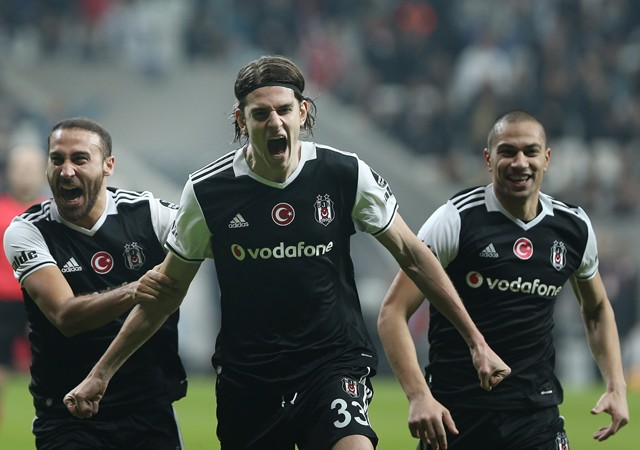 Beşiktaş farkı açıyor! Derbi öncesi moral depoladı