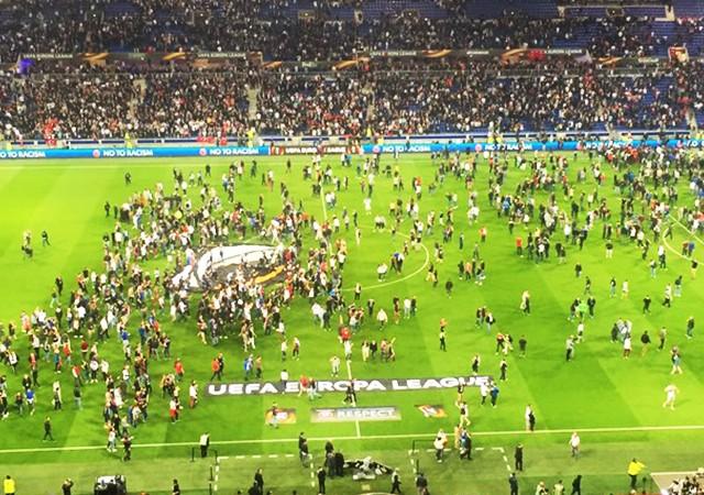 Lyon ve Beşiktaş disipline sevk edildi!