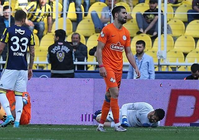Fenerbahçeli yıldızın çapraz bağları koptu!