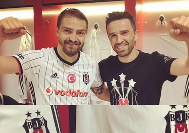 Caner Erkin ve Gökhan Gönül'den F.Bahçe''ye nispet!