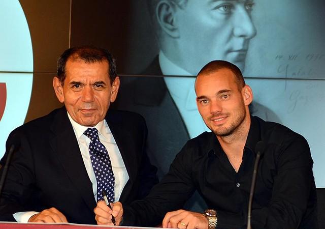 Dursun Özbek'ten Sneijder açıklaması! Takımda kalacak mı?