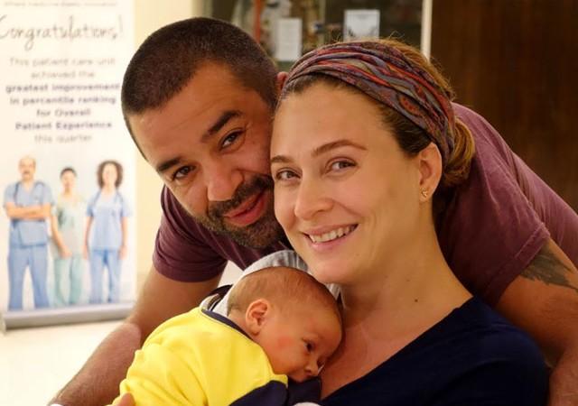 Ünlü çiftten oğulları ile ilk poz