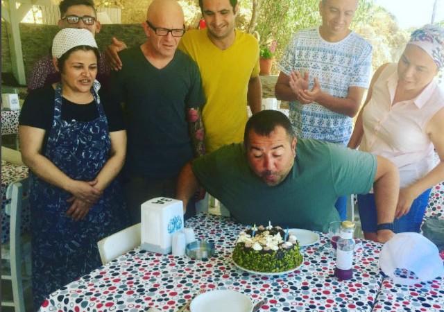 Ata Demirer'e doğum günü sürprizi