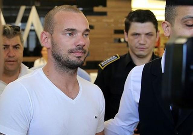Sneijder Türkiye'den ayrıldı! Havaalanında açıklama yaptı...