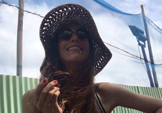 Cansu Dere'nin bikinili fotoğrafı Instagram'ı salladı!