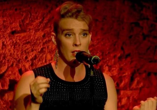 Barbara Weldens şarkı söylerken öldü!