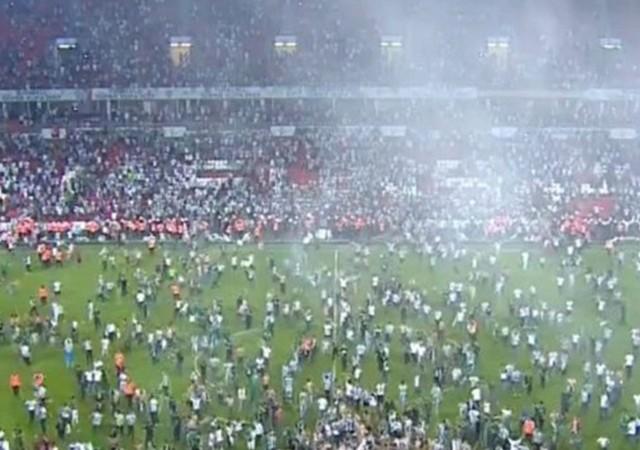 Samsun'da maç bitti saha karıştı!