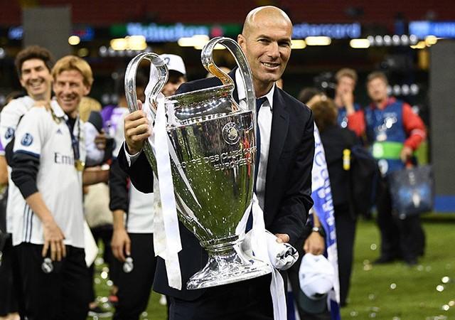 Zidane imzayı atıyor!