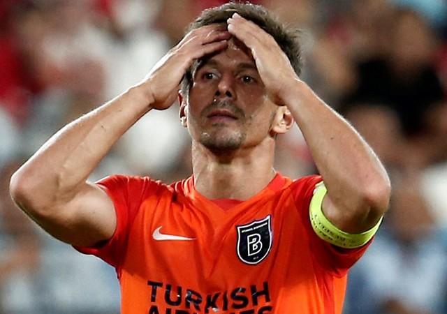 Emre Belözoğlu direkten dönen topu anlattı!