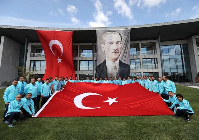 A Milli Futbol Takımı, 30 Ağustos Zafer Bayramı'nı kutladı