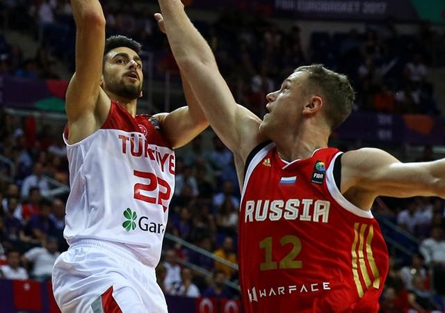 12 Dev Adam ilk maçında Rusya'ya yenildi