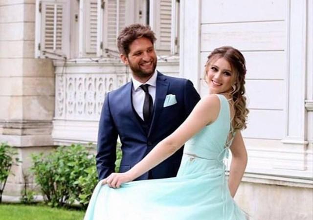 Ünlü çiftin düğün davetiyesi ortaya çıktı!