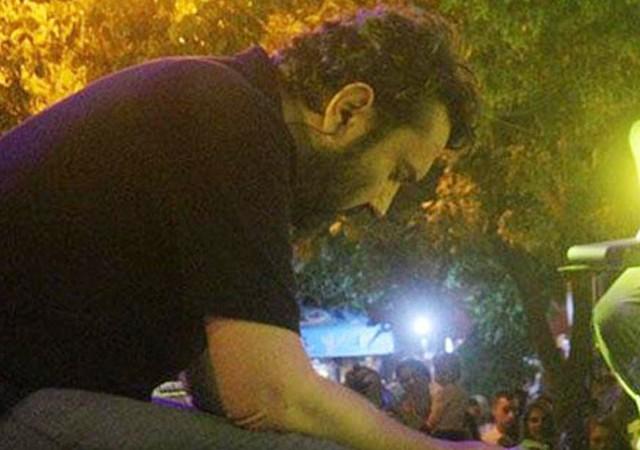 Babasını kaybettiği gece sahneye çıkan Halil Sezai konuştu! 'Çıkmasam...'