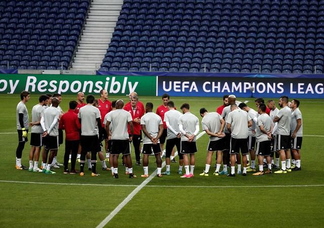 Beşiktaş'a Porto maçı öncesi büyük şok!