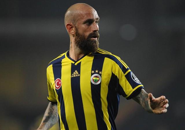 Fenerbahçe'nin eski yıldızı futbolu bıraktı!