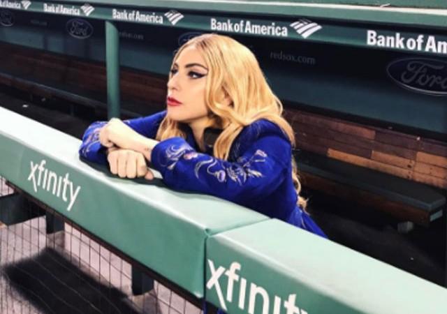 Lady Gaga hastalığı nedeniyle sahneleri bıraktı!