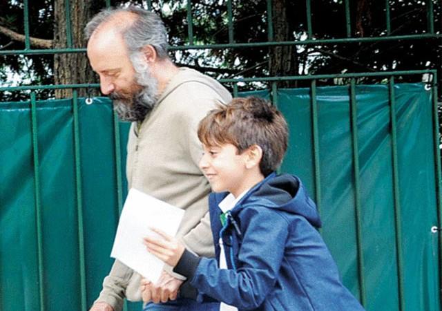 Oğlunu okuldan aldı