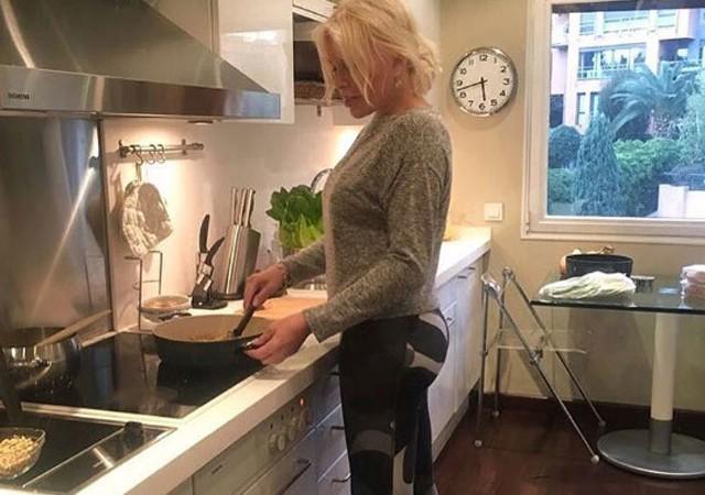 Ajda Pekkan'dan mutfak pozu