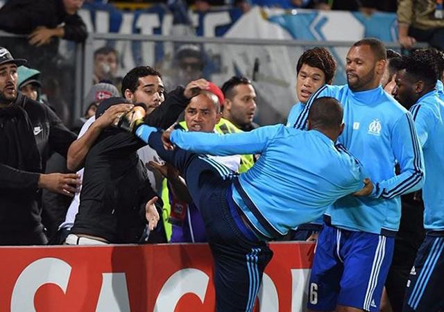 UEFA ve Marsilya'dan taraftara tekme atan Patrice Evra'ya ağır fatura!
