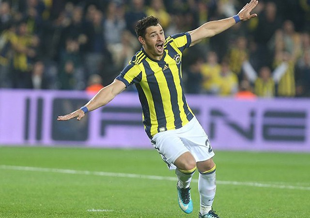 Fenerbahçe'nin yıldızı Giuliano taraftarın sorularını yanıtladı