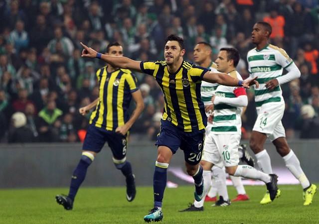 Fenerbahçe seriye bağladı! Bursaspor'u deplasmanda yıktı