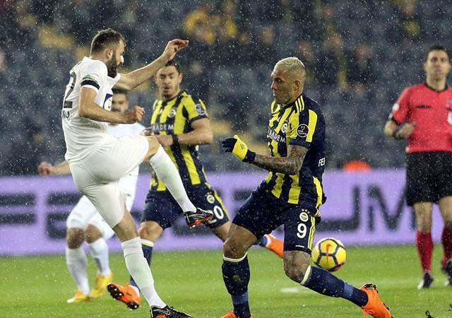 Fenerbahçe'ye Kadıköy'de büyük şok!