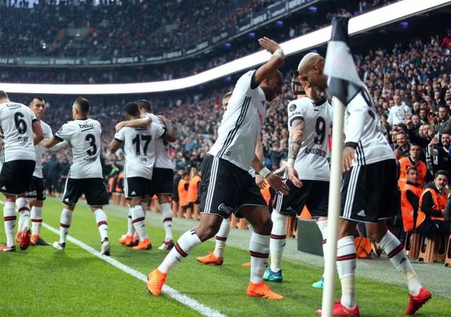 Beşiktaş gol oldu yağdı, zirveden kopmadı!