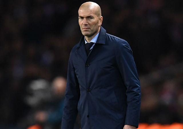 Real Madrid'de Zinedine Zidane istifa etti