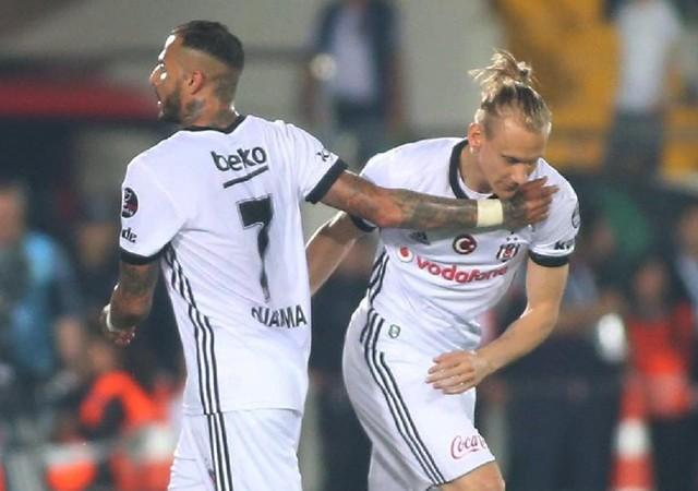 Beşiktaş'ta gözler Vida ve Quaresma'da!