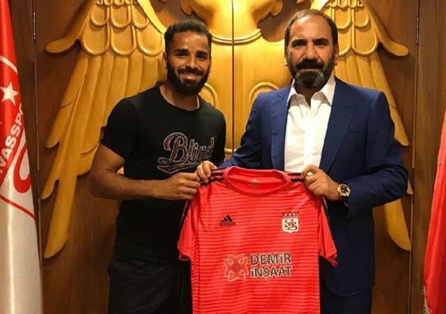 Barcelona'nın sağ beki resmen Sivasspor'da