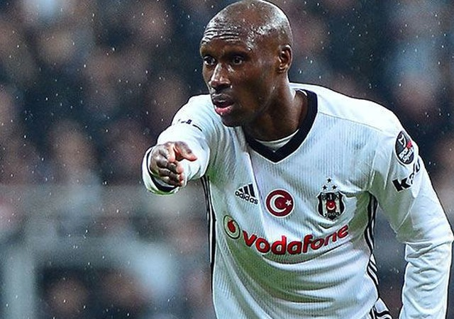 Atiba Süper Lig'te kalacak!