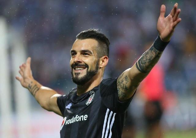 Beşiktaş'ta flaş ayrılık iddiası! Negredo'nun yeni adresi...