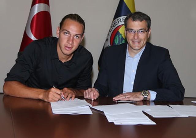 Fenerbahçe'nin yeni transferi imzayı attı! İşte ilk sözleri...
