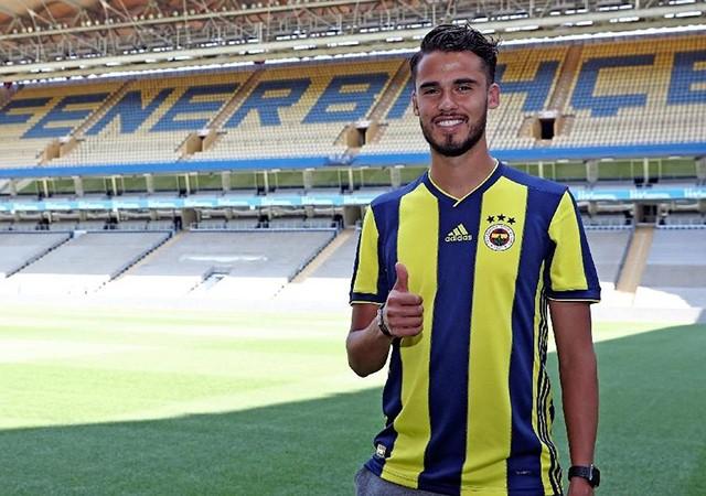 Fenerbahçe Reyes'le sözleşme imzaladı!