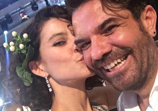 Beren Saat düğünde aşka geldi!