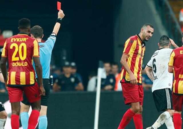 Fenerbahçe derbisi öncesi Beşiktaş'ta büyük şok!