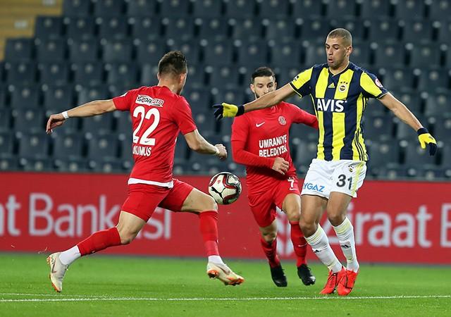 Fenerbahçe'de Slimani sürprizi! Gitmekten vazgeçti...