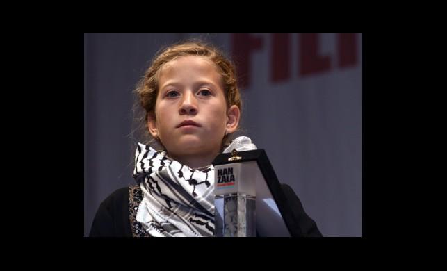 Cesur Kız Ödülünü Aldı