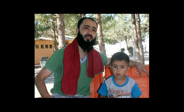 Suriyeli Gaziyi Hayata Yeğeni Bağlıyor