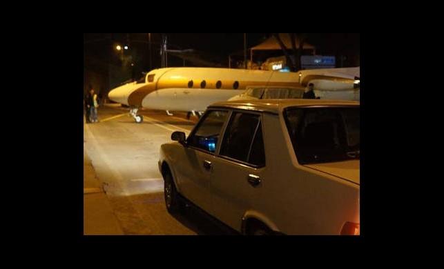 Trafikte Uçak Var