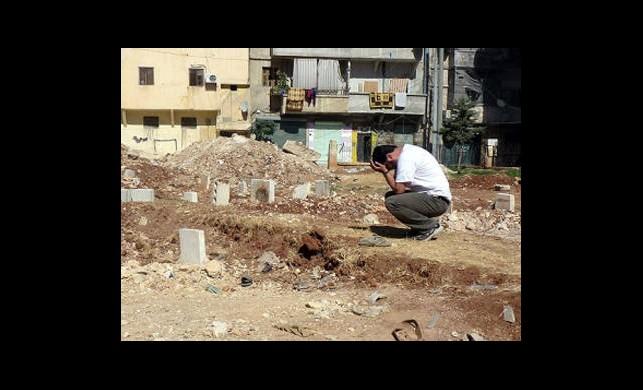 Esed'in Askerleri Mezarlıkları Kuşattı