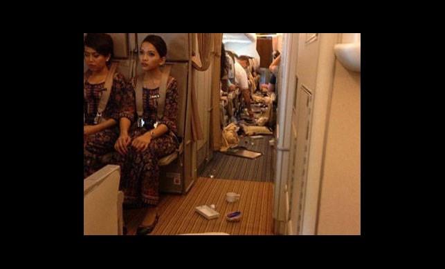 Singapur Havayollarında Büyük Panik