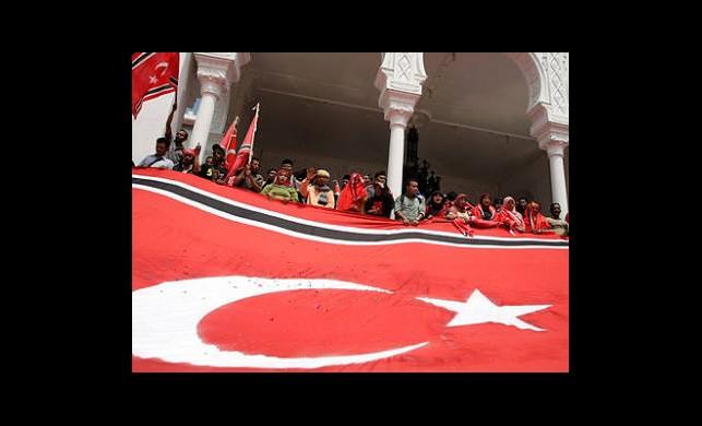 Banda Açe'ye Ay Yıldızlı Bayrak