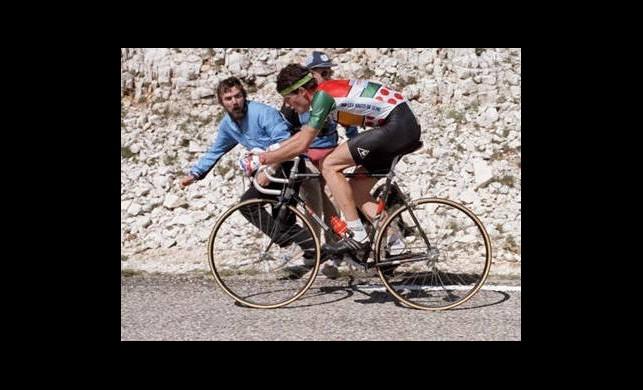 Bisikletiyle Dünyayı Dolaşıyor